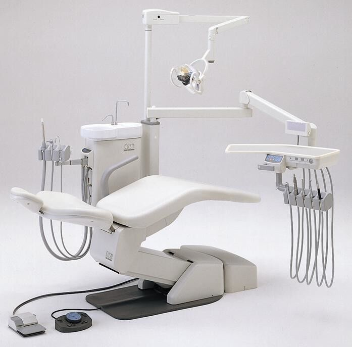 Стоматологическое оборудование Takara Belmont Corporation Стоматологическая установка Clesta с нижней подачей - фото 1