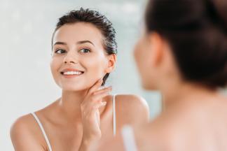 Что происходит с вашей кожей прямо сейчас? Врач-косметолог об этапах старения и способах сохранить молодость