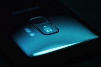 Почему смартфон опасно класть рядом с собой, когда вы спите?