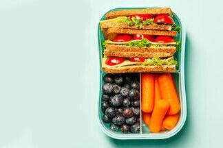Что можно есть на голодный желудок? Гастроэнтеролог о плохих и хороших перекусах