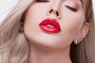Как увеличить губы без инъекций? Обсуждаем с косметологом самые распространенные методы