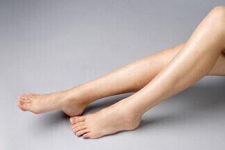 Зачем удалять больные вены? Флеболог об опасностях варикоза