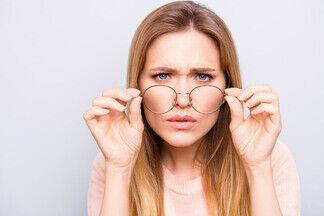 Когда нужно срочно бежать к офтальмологу? Разбираем 8 небезобидных заболеваний глаз