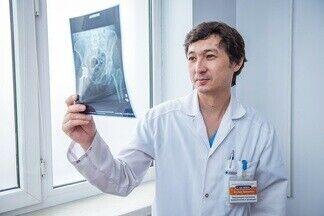 Протезирование суставов: что нужно знать об этой операции? Рассказывает травматолог-ортопед из Алматы