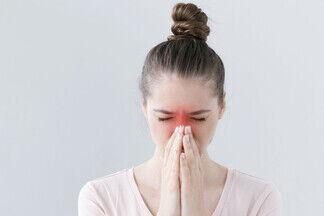 «Подсели на капли!». ЛОР-врач разбирает проблемы затянувшегося насморка