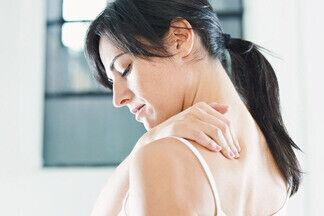 Почему болит спина: 7 привычек, которые вредят позвоночнику