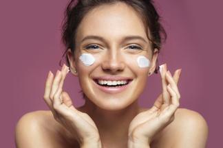 Пилинги, лазер, средства с мочевиной и витамином С: как должен меняться уход за кожей осенью